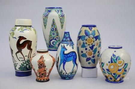 Lot: 6 art deco vases (*) (20cm)