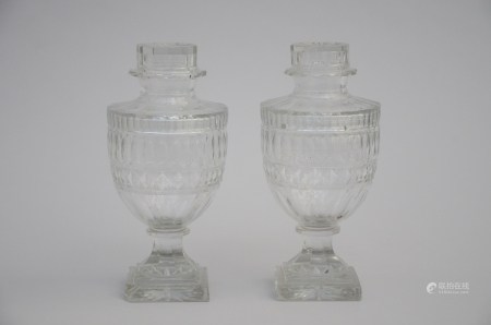 A pair of crystal drageoirs (*) (25cm)
