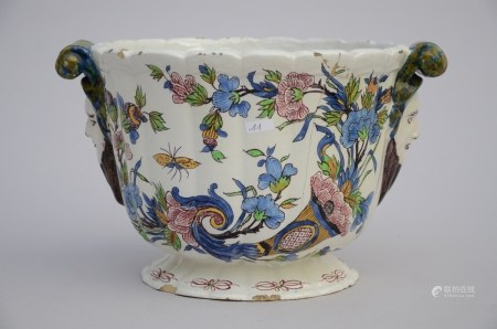 A cachepot in French faience, 18th century (*) (24x18cm)