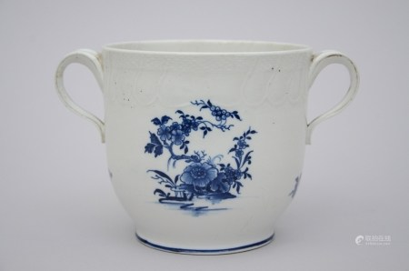 A cooler in Tournai porcelain, 18th century (15x14cm)