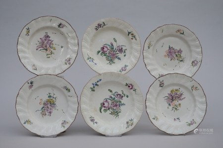 Six plates in European porcelain 'flowers', 18th century (*) (23cm)