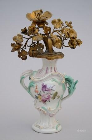 A porcelain vase with gilt bronze flowers (*) (27cm)
