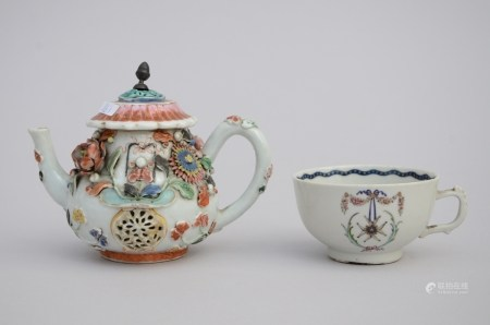 Lot: teapot and cup in Chinese porcelain, 18th century (*) (11cm)