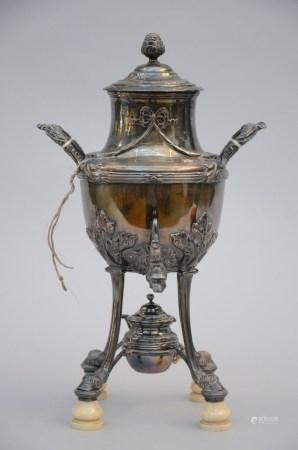 A silver samovar (44cm)