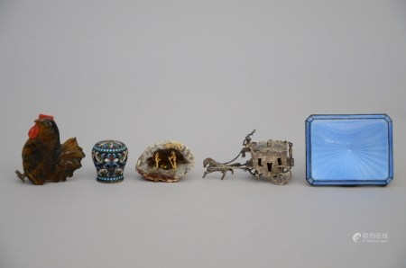 Lot: 5 miniature objects (*)