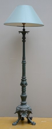 A decorative lamp in cast iron (145cm)