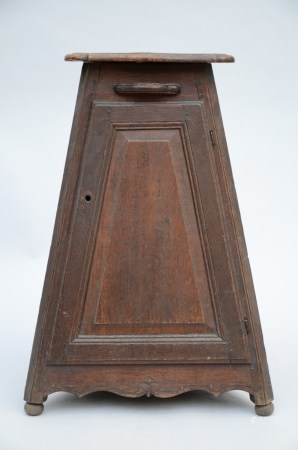 A Flemish oak corner cabinet (68cm)