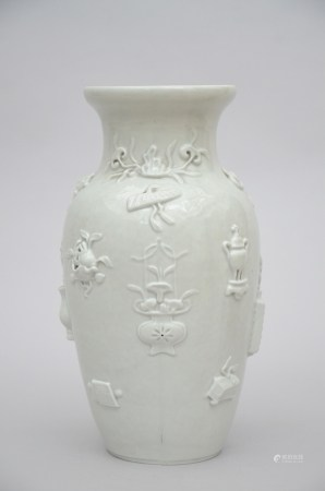 A monochrome vase in Chinese porcelain with relief decoration (38cm)