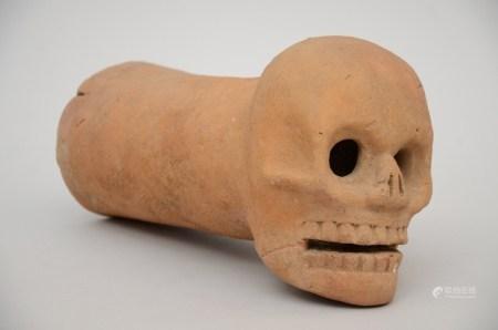 Sculpture in terra cotta 'skull', probably South American * (35cm)