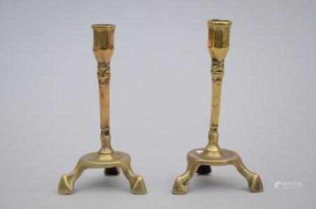 A pair of bronze candlesticks (18cm)