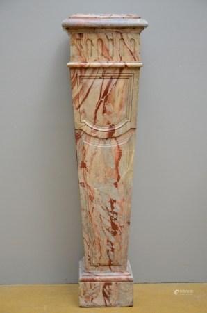 A rectangular column in marble (*) (37x40x108cm)