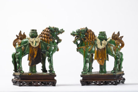 Pair of large lions in Chinese Sancai pottery, Ming dynasty (*) (15x50x44cm)