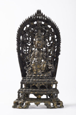 Chinese bronze sculpture 'guanyin on a throne with mandala', Ming dynasty (14x27x51cm)
