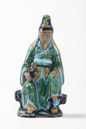 A Chinese statue in Fahua earthenware 'guanyin with child', Ming dynasty (*) (42cm)