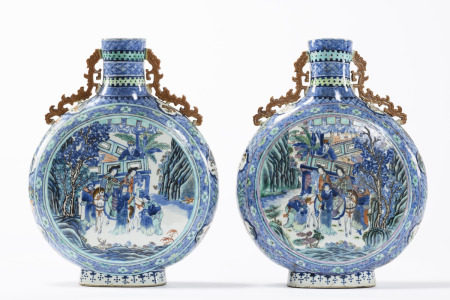 A pair of large moon flasks in Chinese doucai porcelain 'cavaliers', 19th century (46cm)