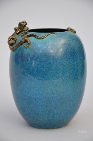 A Chinese porcelain vase with robin's egg glaze (*) (20cm)