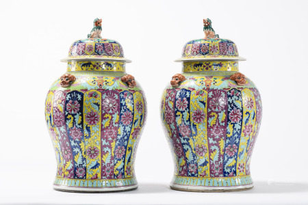 Pair of large pots in Chinese famille rose porcelain 'floral decoration' (*) (63cm)