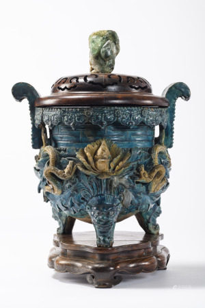 A large Chinese incense burner in fahua earthenware, Ming period (*) (34x50cm)