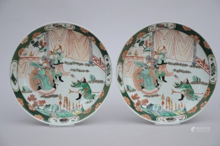 A pair of famille verte dishes in Chinese porcelain 'warriors' (24cm)
