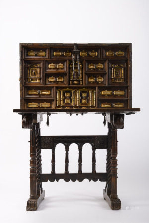 A Spanish bargueno in walnut on stand, 17th century (44x98x142cm)