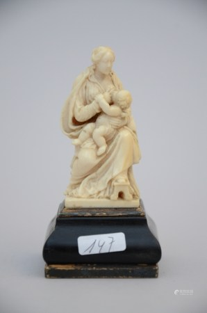 An ivory sculpture 'Madonna and Child', 17th - 18th century (10cm)