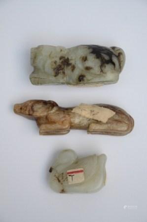 Three sculptures in jade 'animals' (8cm)