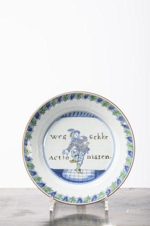Plate in Chinese Doucai porcelain 'South Sea Bubble', Yongzheng period (21cm)