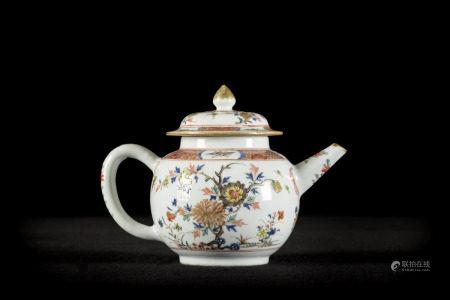 Chinese teapot in famille verte porcelain 'flowers', 18th century (15cm)