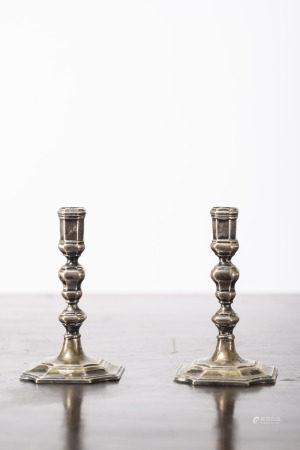 A pair of silver Louis XIV miniature candlesticks, 18th century (7cm)