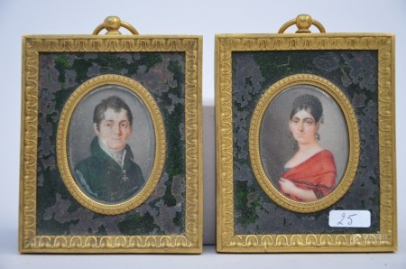 A pair of miniatures on ivory 'portraits' with a bronze frame, 19th century (4x6cm)