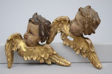 A pair of wooden angels (20x16cm)