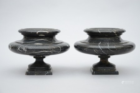 Paire of coupes in black marble (*) (26x18cm)