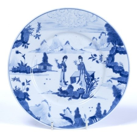Blue and white plate Chinese, Kangxi (1662-1722) decorated with a garden scene set against a