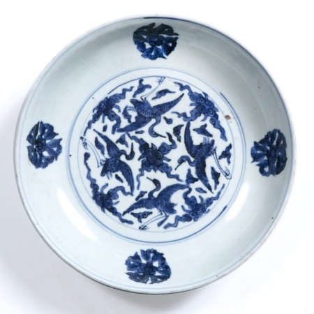 Blue and white dish Chinese, Ming period (1368-1644) decorated to the centre with four birds in