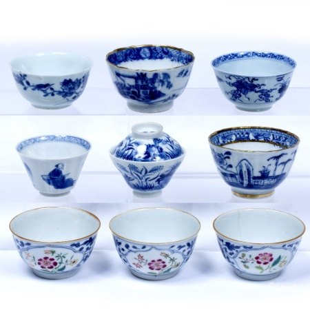 Blue and white porcelain tea bowl Chinese, 19th Century painted with sedan chair and various