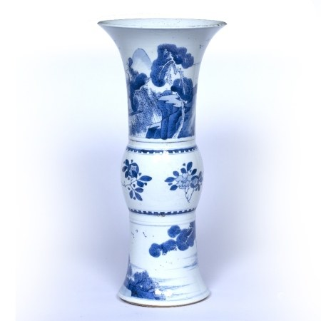 Blue and white yen yen vase Chinese, Kangxi (1662-1722) the top panel decorated with two figures