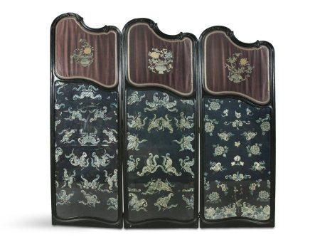 A CHINESE THREE FOLD EBONISED AND SILK PANEL SCREEN, 19th Century, formed as three graduated