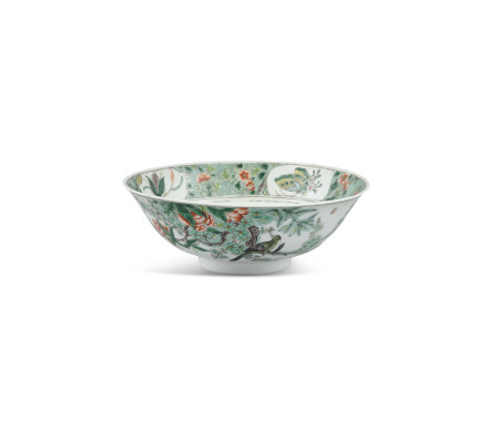 A CHINESE FAMILLE VERTE PORCELAIN BOWL, Qing Dynasty (1664 - 1912), of circular form, decorated with