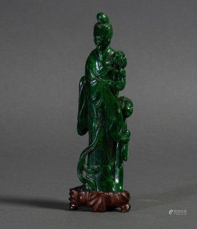 Figura di cortigiana eretta con fiore scolpita in malachite, Cina, XX secolo
