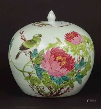 A Pink Family porcelain potiche with lid with a decor of a sparrow and blossoming peonies, China, 20th century