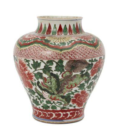 A Chinese porcelain wucai vase, Transitional period, decorated to the body with two Buddhist lions