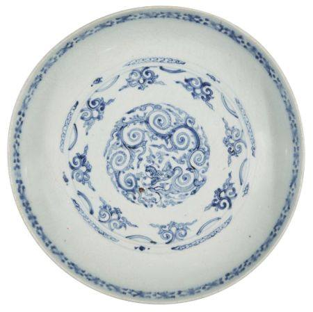 An extremely rare Chinese porcelain dish for the Portuguese market, Jiajing period, painted in