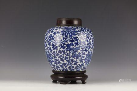 A Chinese Blue and White Porcelain Pot with Wood Cover