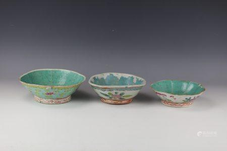 A Set of 3 Chinese Famille Rose Porcelain Bowl