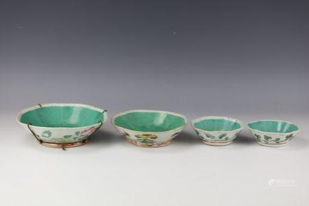 A Set of 4 Chinese Famille Rose Porcelain Bowls
