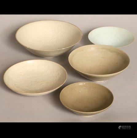 白釉碗一組五件