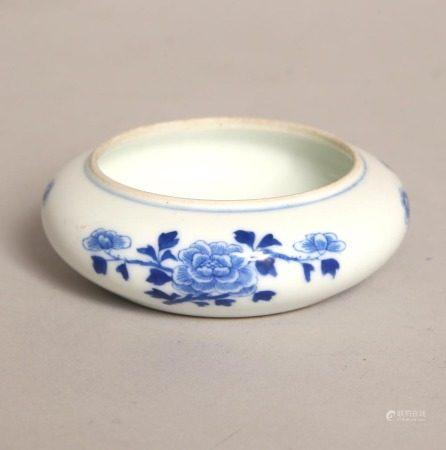 青花牡丹紋水盂