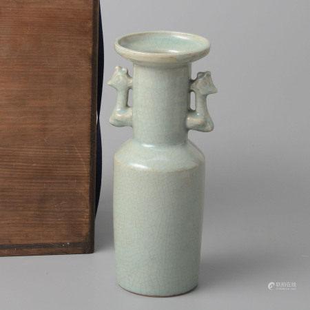 龍泉窯青釉鳳耳盤口瓶