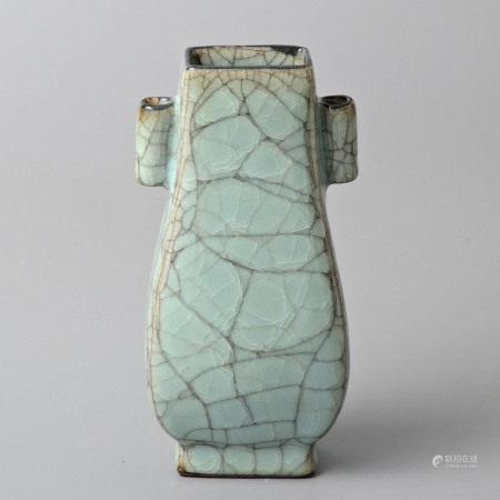 青釉貫耳方壺