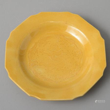 黃釉龍紋盆